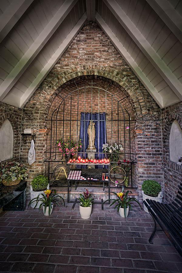 Illustratie: Binnen in de kapel Financiën Loon Op Zand
