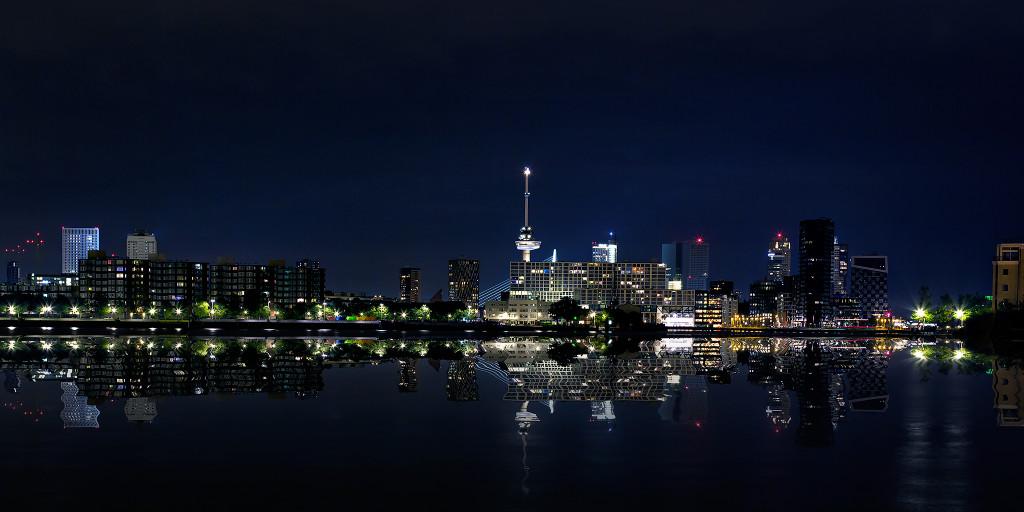 illustratie: surreal skyline rotterdam
