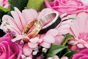illustratie: foto ringen bruidsboeket bloemen bruidsreportage geluk