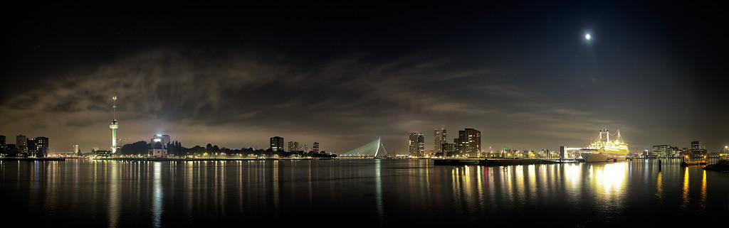 Illustratie: Panorama nachtfotografie Charloisse hoofd Rotterdam